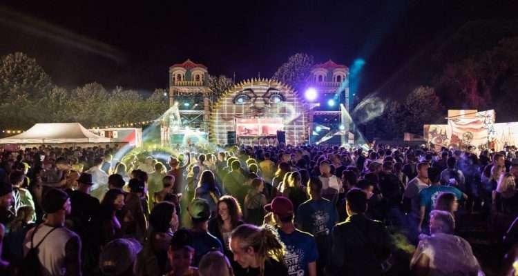 [IDF] Festif l'Art : une journée en plein air entre kermesse, stands, concert et hard music