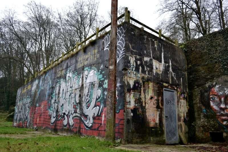 1h30 de DJ set techno filmé par Philigramme dans cet ancien bunker de Brest