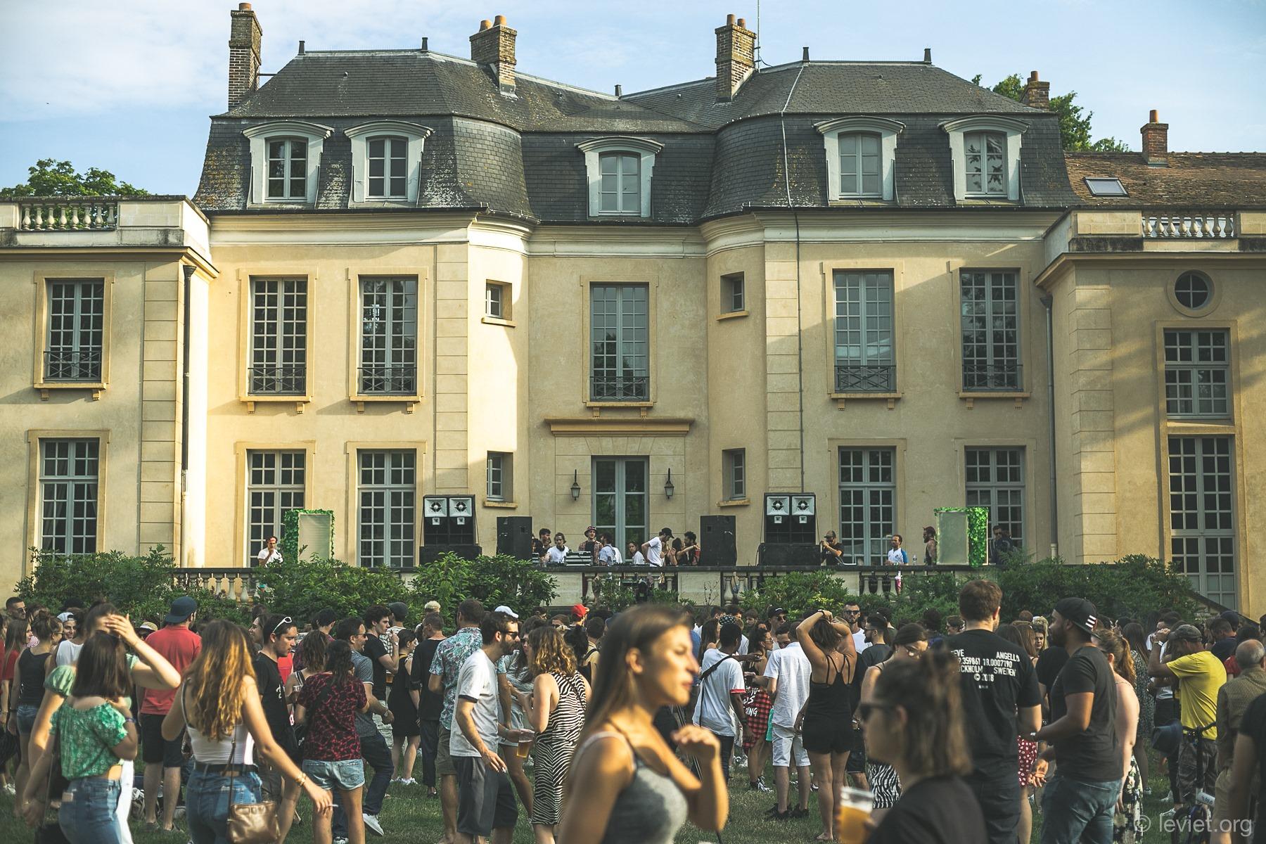 Le festival Vryche sur Yvette offre des places aux corps de métiers indispensables à la société