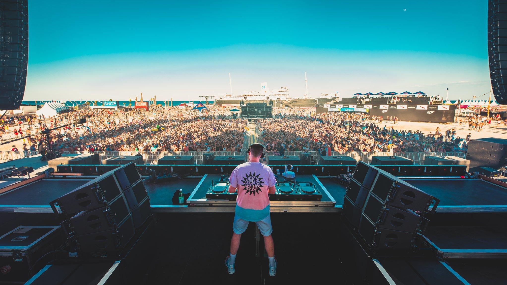 Photo d'un DJ à l'electrobeach