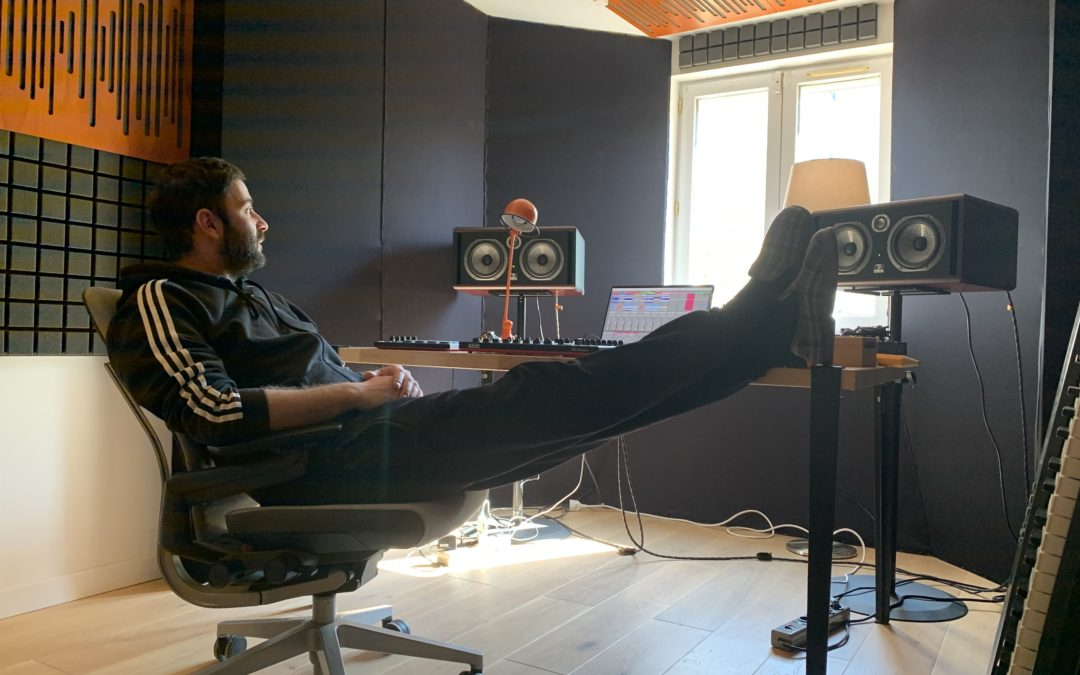 Le producteur N'to entame une tournée… depuis toutes les pièces de sa maison
