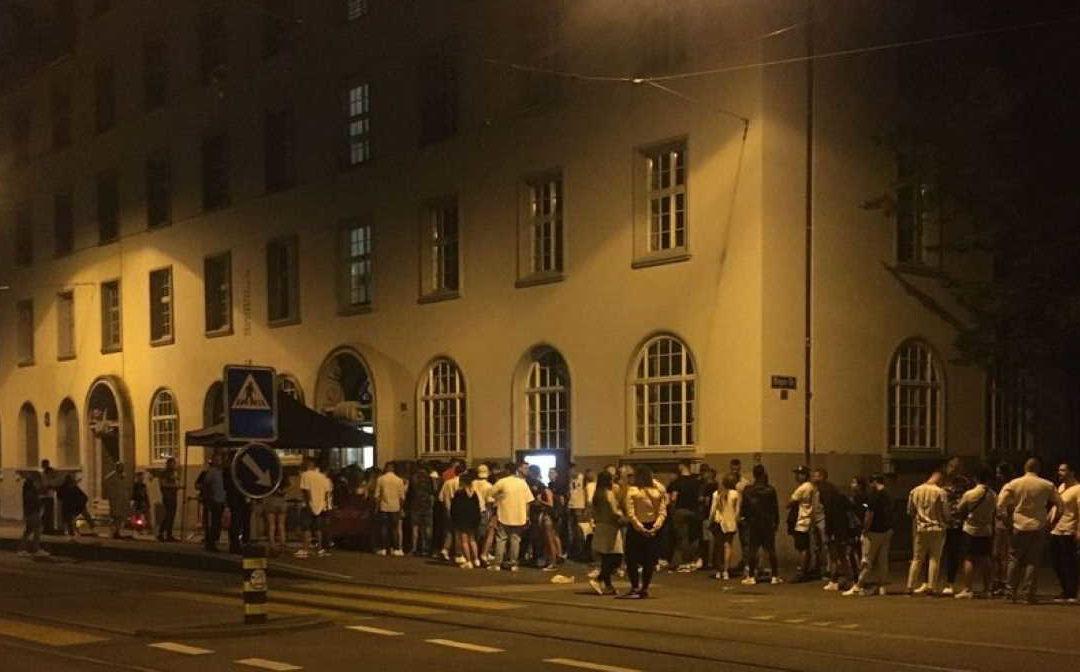 Zurich : 300 fêtards placés en quarantaine suite à un cluster découvert en discothèque