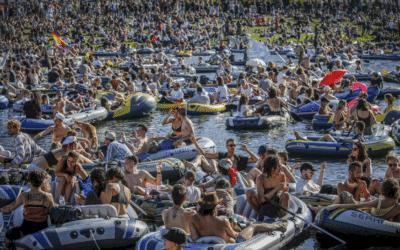 [VIDÉO] Une manifestation navale se transforme en rave sur des bateaux gonflables à Berlin