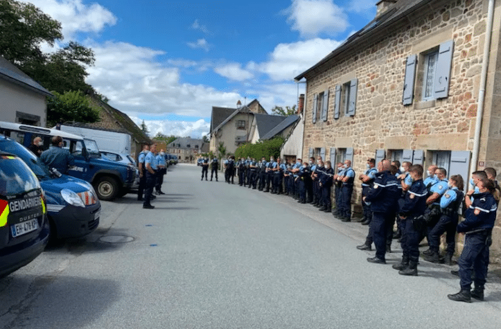 Briefing des gendarmes de Féniers