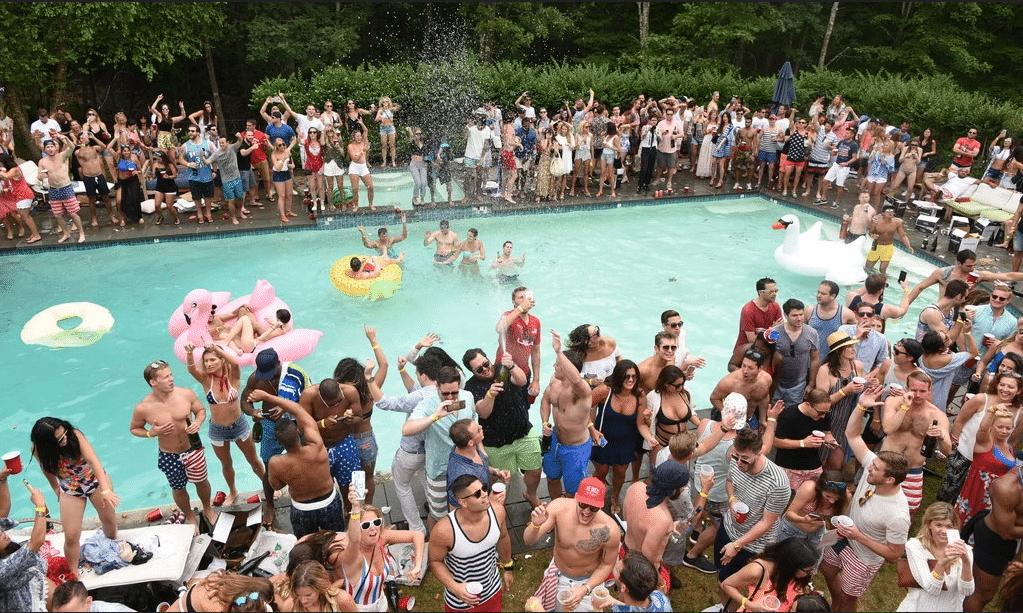 Airbnb interdit les soirées et limite à 16 le nombre d'invités dans ses locations