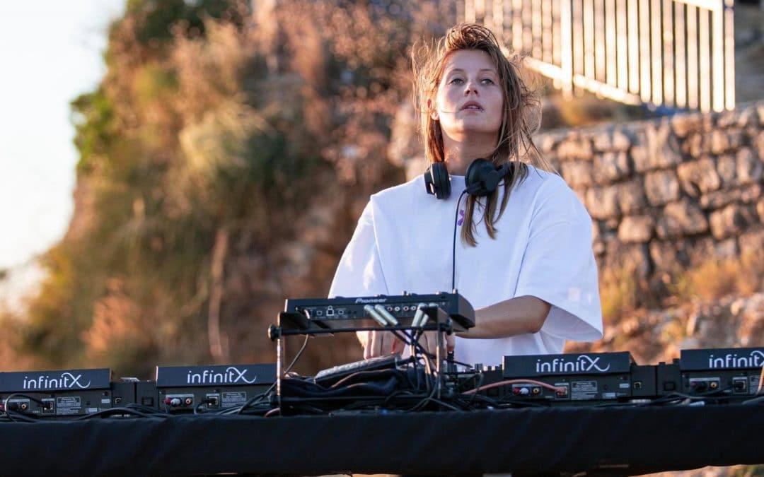 Charlotte de Witte annonce un live dans un château pour la sortie de son EP