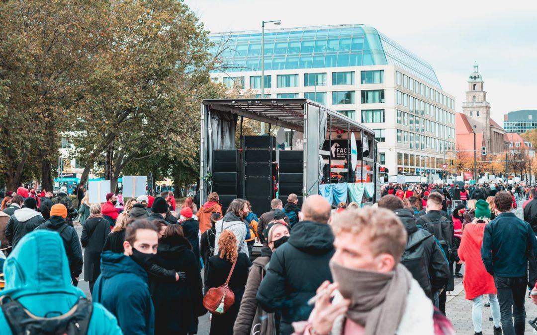 Une «Techno Parade» revendicative géante a défilé dans les rues de Berlin