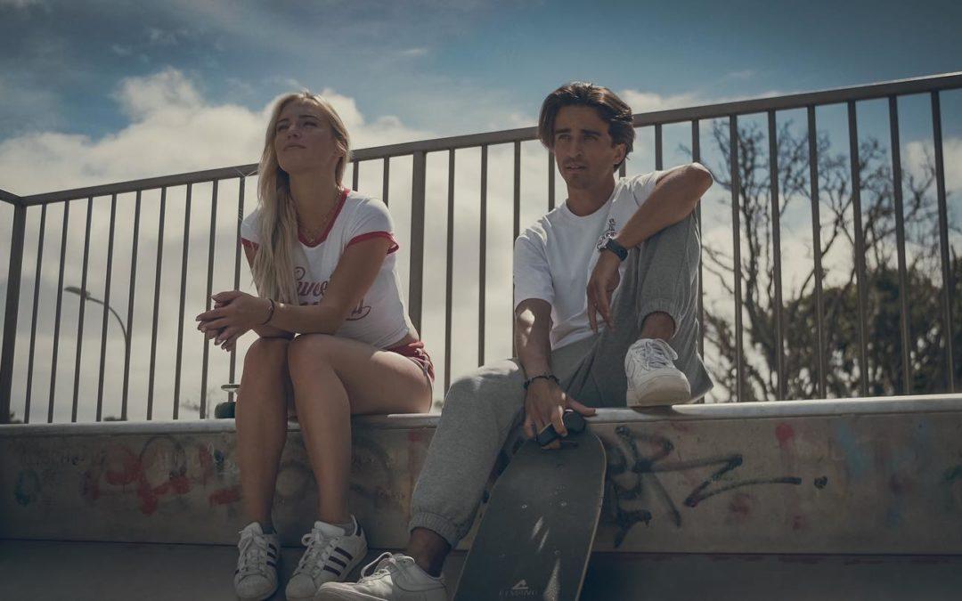 'You're In My Mind' : le dernier clip de Math Cost entre electro-pop, surf et skate