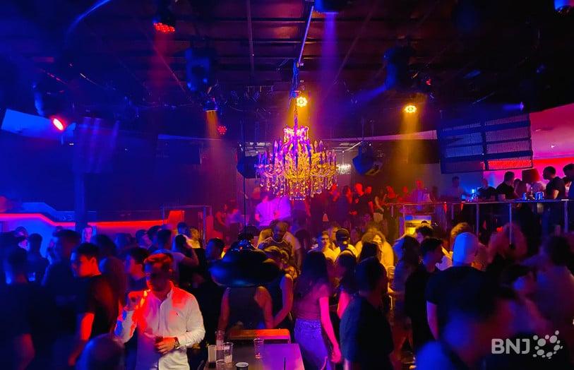 Suisse : un client de discothèque testé positif, près de 1 400 fêtards en quarantaine