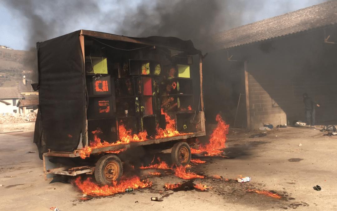 Isère : ils organisent une teuf en plein centre ville puis brûlent leur soundsystem
