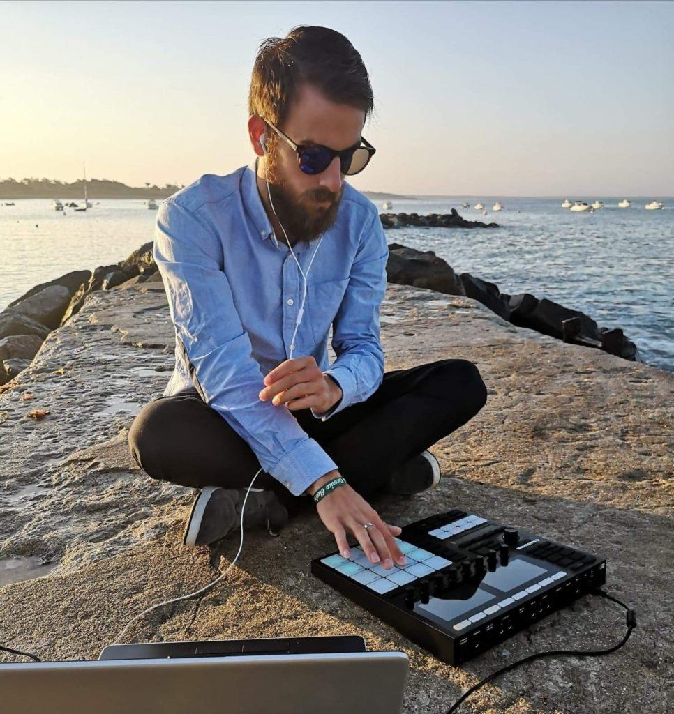 Usko et sa groovebox à la mer