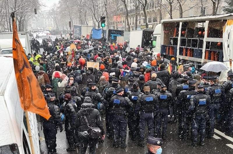 """La manifestation pour la culture considérée comme une """"rave party"""" par G. Darmanin"""