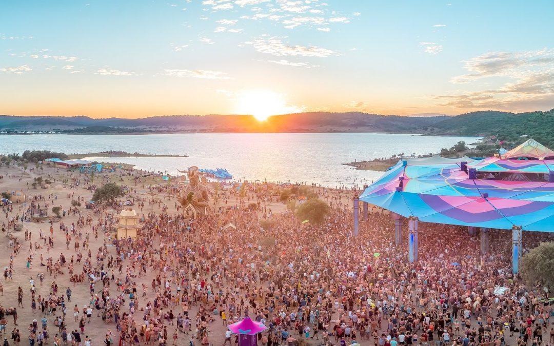"""Le Boom Festival souhaite maintenir son édition 2021 """"sans masques ni distanciations"""""""