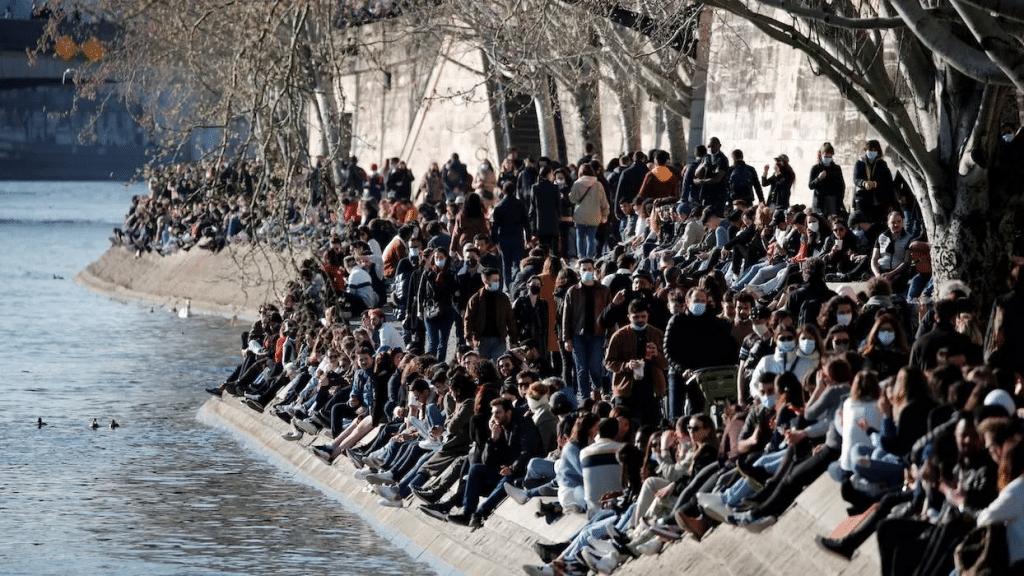 Les quais de Seine bondés © REUTERS/Benoit Tessier/File Photo