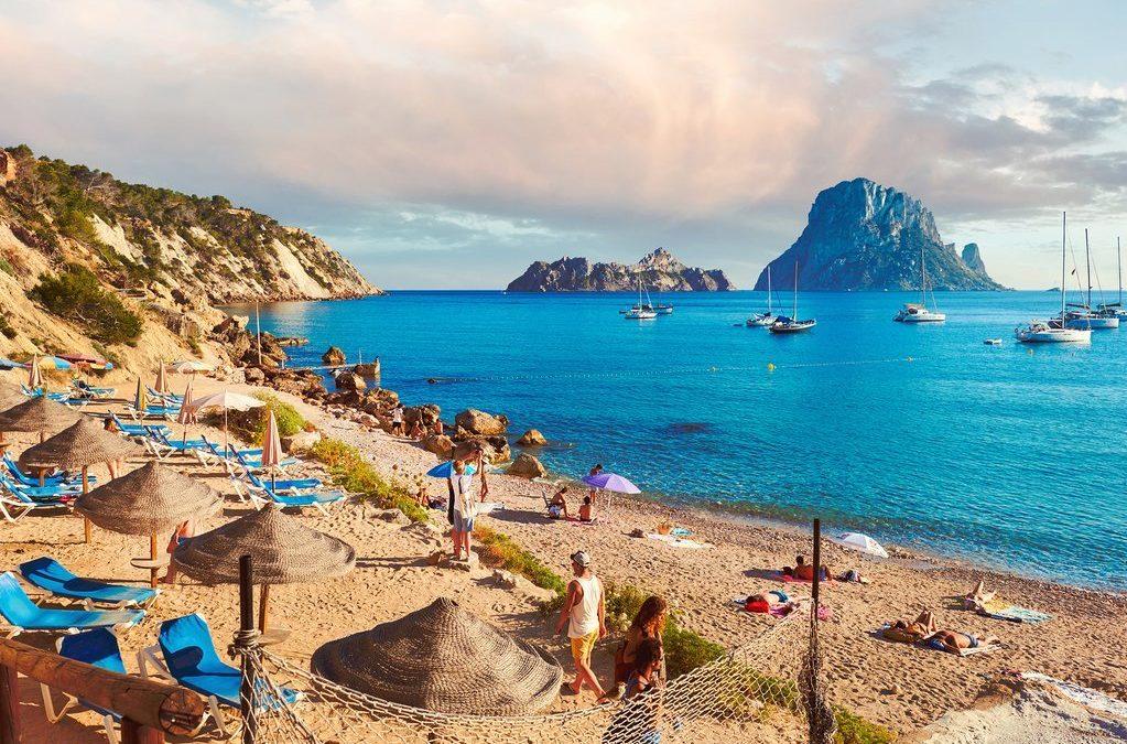 Le passeport vaccinal sera mis en place dès mai à Ibiza, pour relancer le tourisme