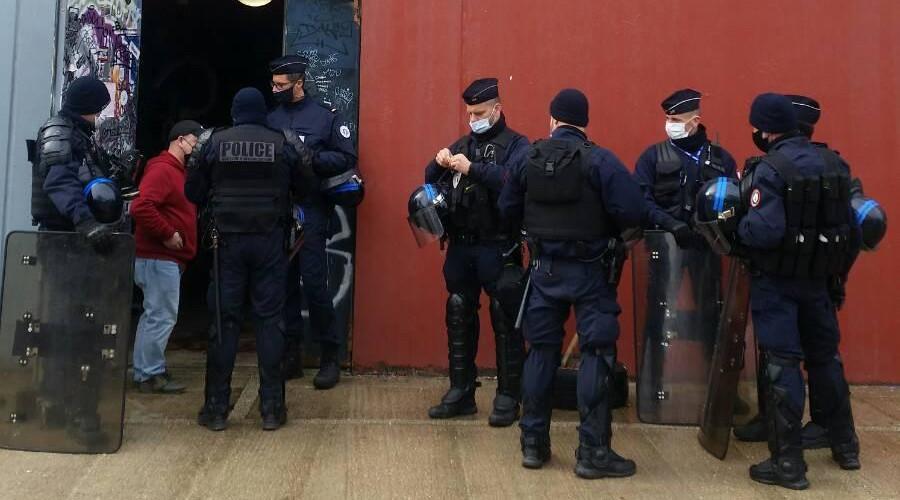 """Dijon : la police empêche un """"concert illégal"""", c'était une captation vidéo sans public"""