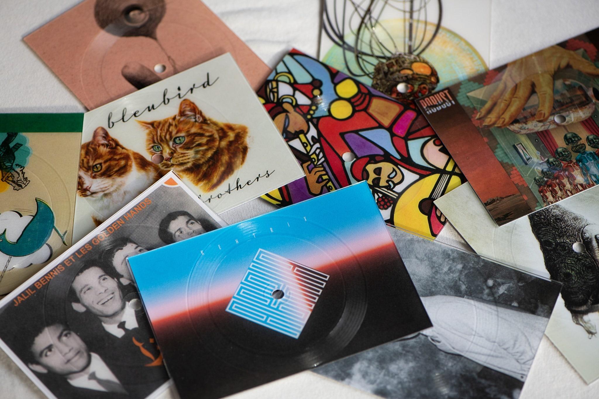 Cartes postales à écouter. Crédit : Vinylpostcards
