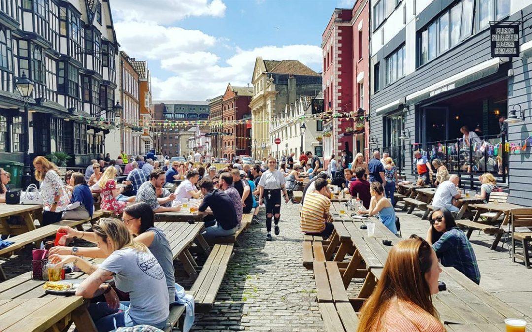 L'Angleterre rouvre les terrasses de ses bars et restaurants