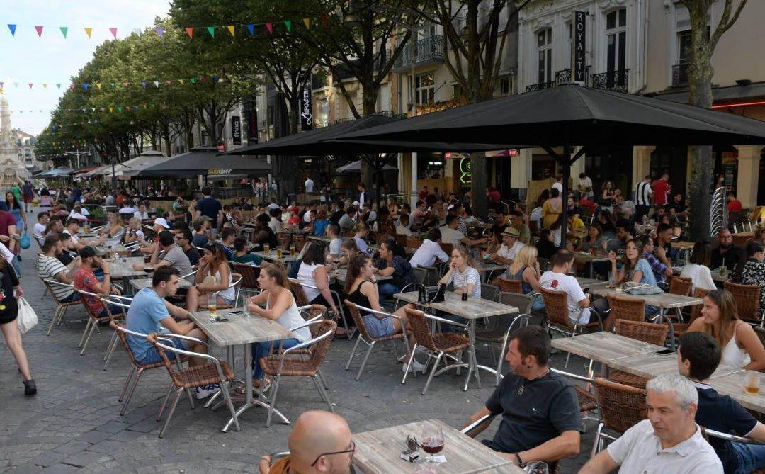 Les bars et lieux de culture rouvriront à partir de mai, selon Emmanuel Macron