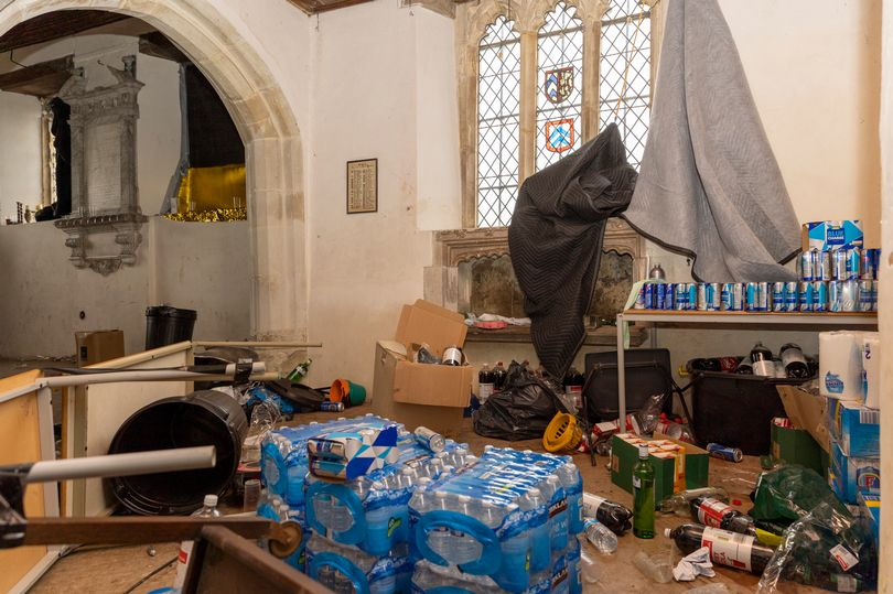 Dégâts de la rave party dans l'église d'Essex Crédit : Ricci Fothergill/Alamy Live News