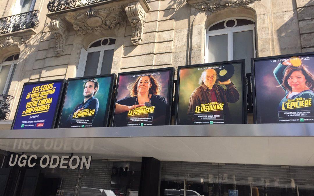 """Des cinémas remplacent les affiches de """"stars"""" par celles des commerçants du quartier"""