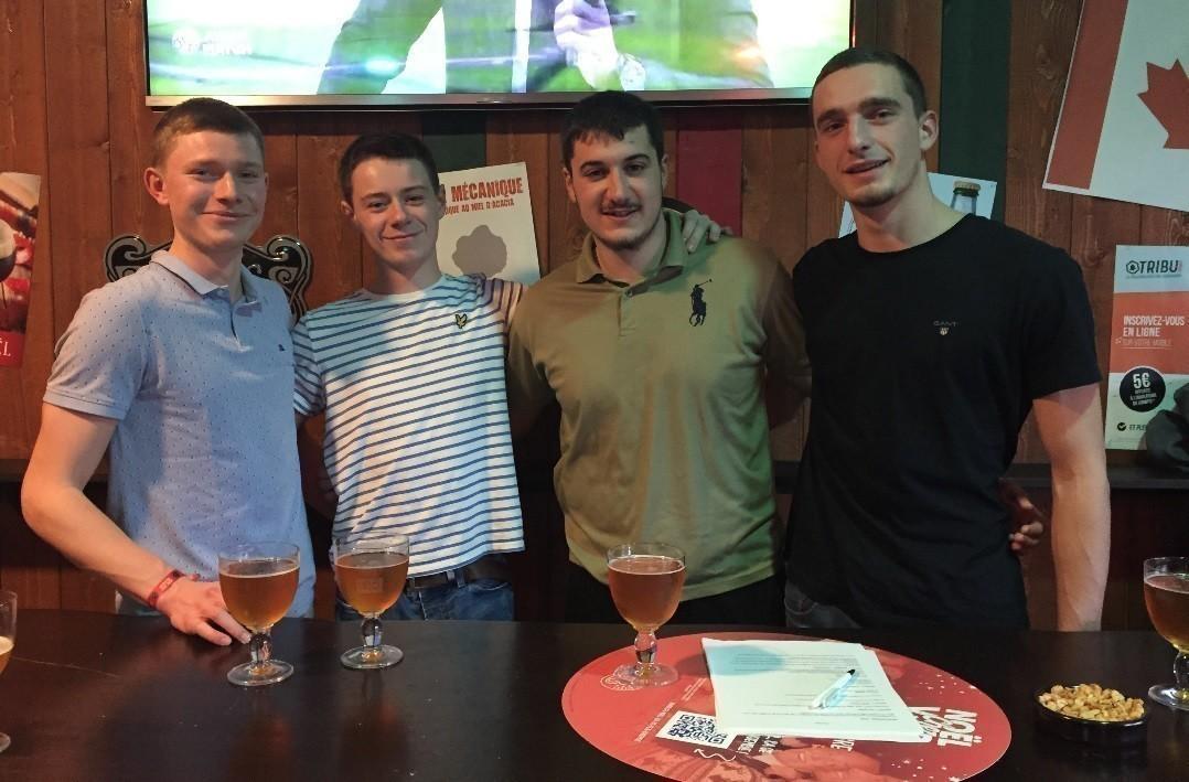 Les quatre amis à l'initiative de la Beer Run
