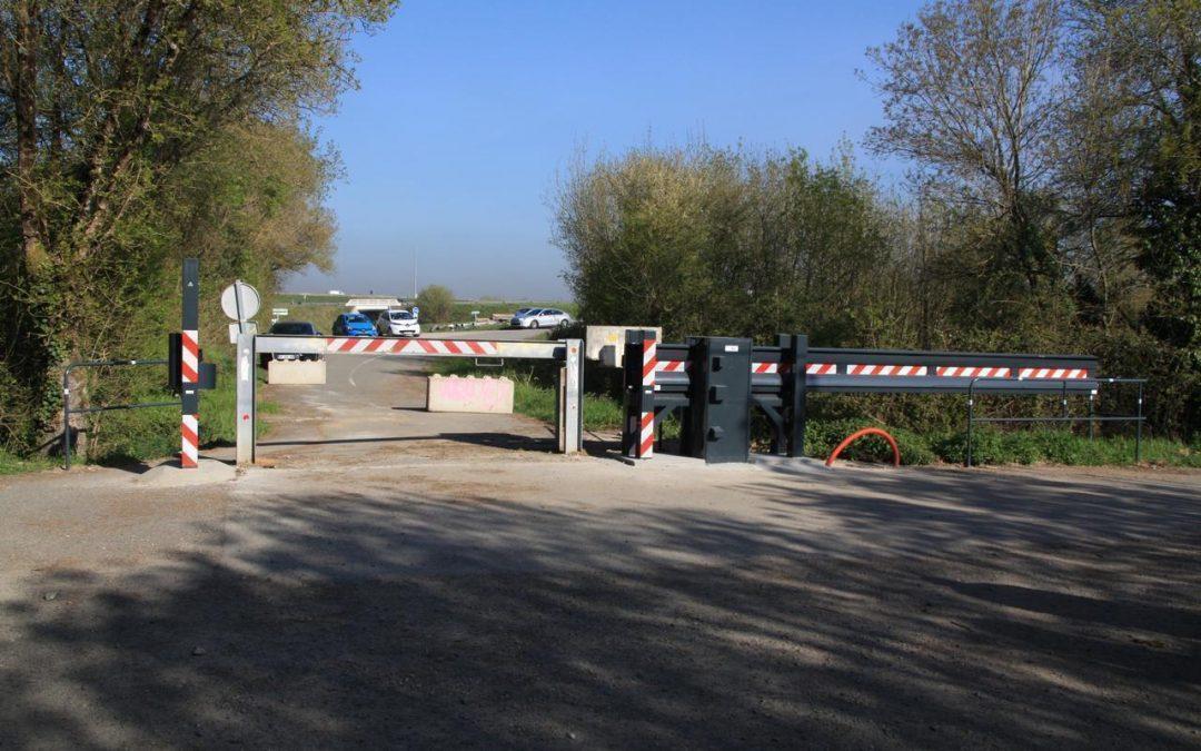 """Nantes : une """"barrière anti-rave"""" installée à l'entrée des pâtures d'agriculteurs agacés"""
