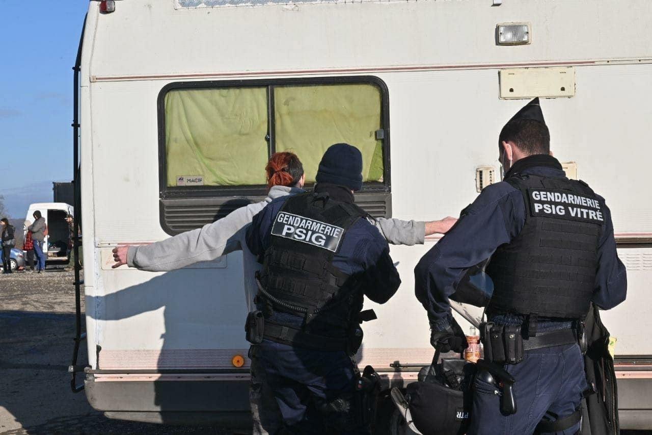 Police et raveur. Crédit : Gendarmerie Nationale