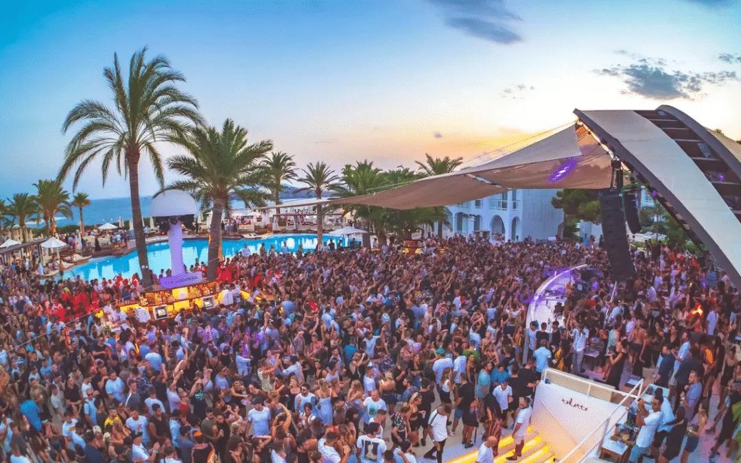 Ibiza pourra accueillir des touristes dès le mois de juin, vaccinés ou non