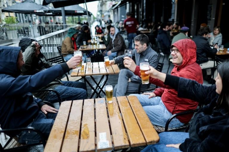 Belgique : les bars et restaurants ont rouvert samedi, sous la pluie !