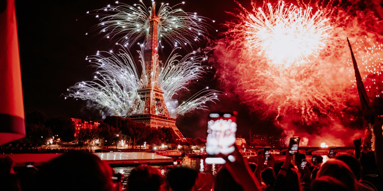 Feu d'artifice depuis la péniche Solarium à Paris