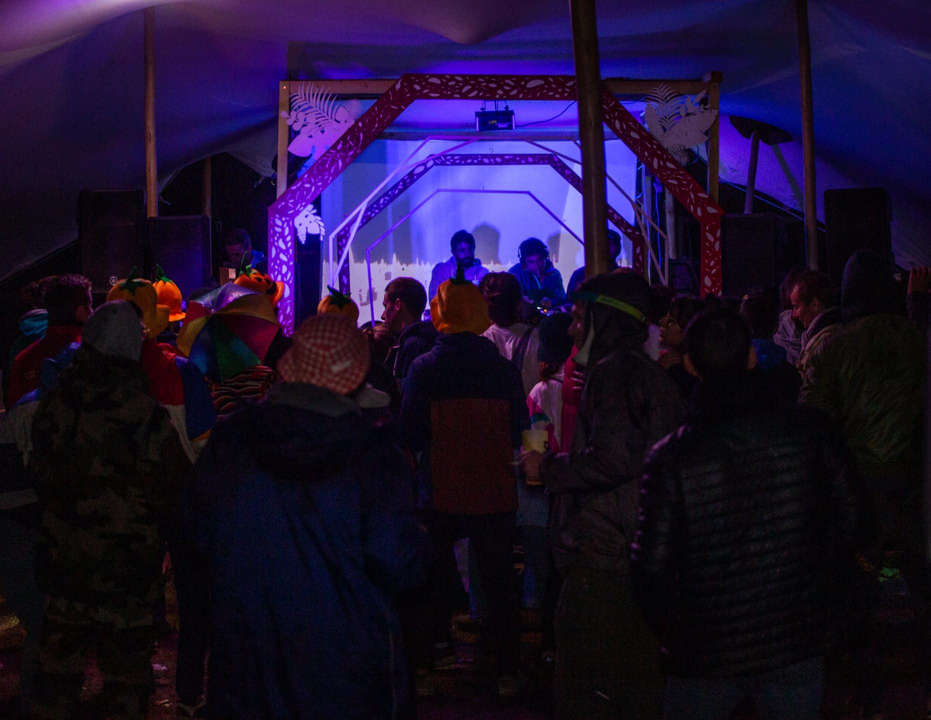 Dancefloor à une soirée de 50CL. Crédit : Alexandre Devoucoux