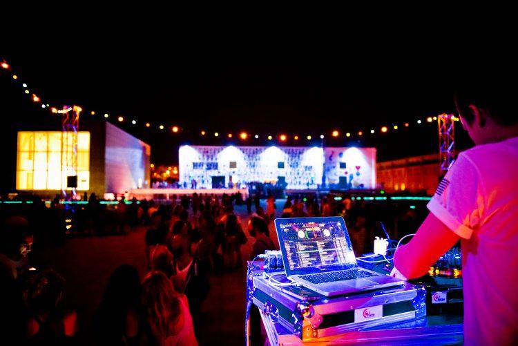 DJ set sur La Friche de la Belle de Mai en rooftop. Crédit : Caroline Dutrey