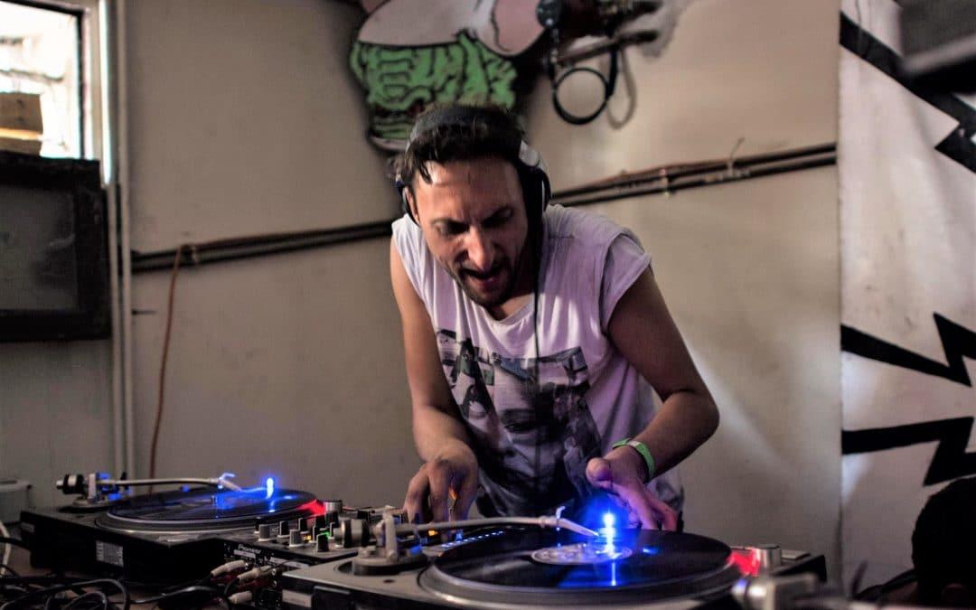 Paris : le collectif de rave party Acid Alien prévoit une soirée tekno 100% vinyles
