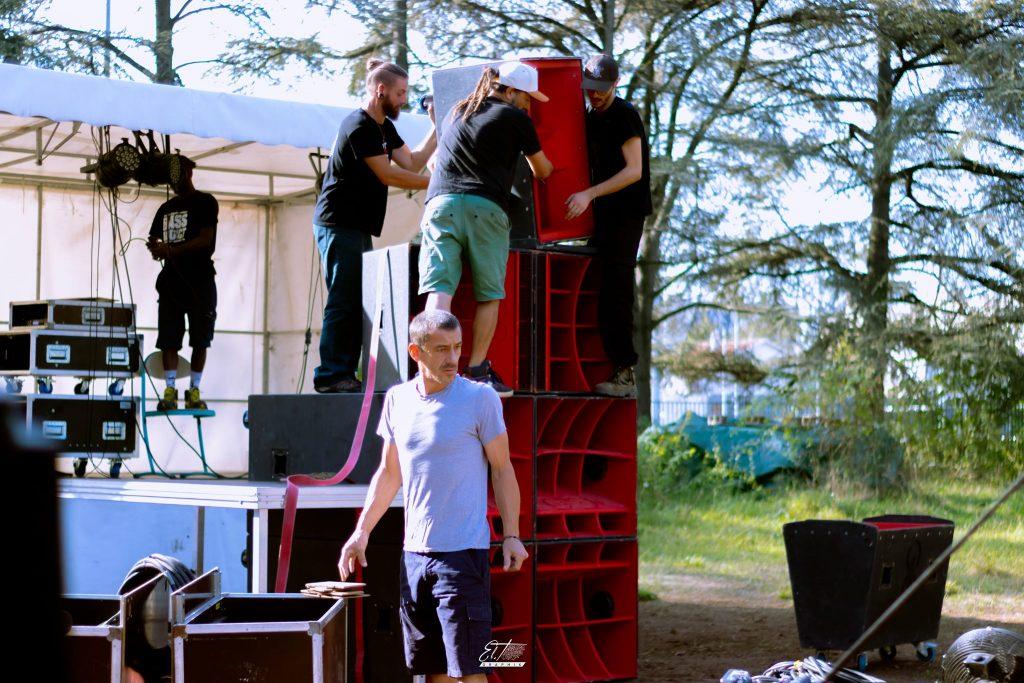 Soundsystem déployé à un événement Totem Freedom